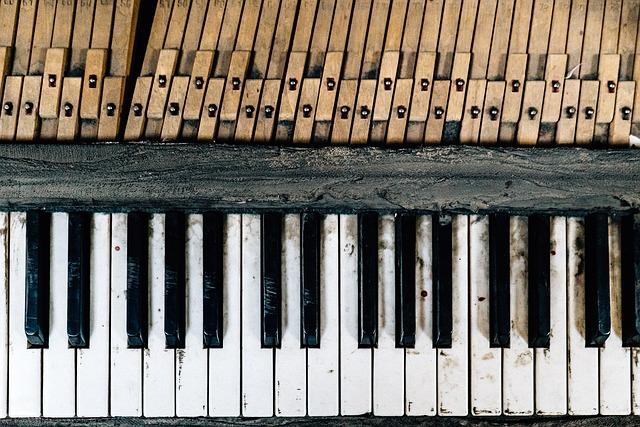 業者のピアノ調律方法と豊富な工具