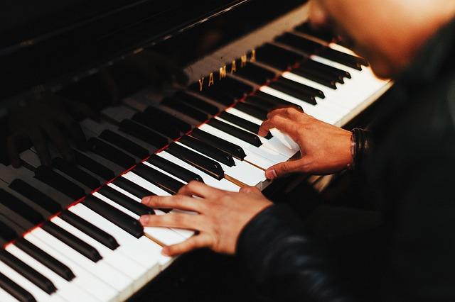 ピアノ調律師による調整内容と依頼前の準備
