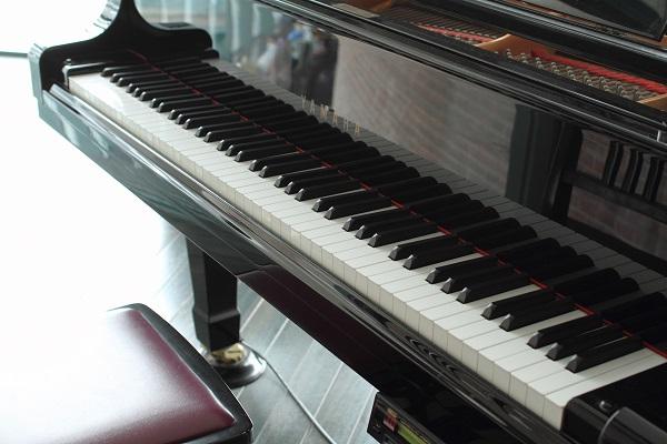ピアノ修理でおこなう鍵盤修復|汚れの対処方法を解説!