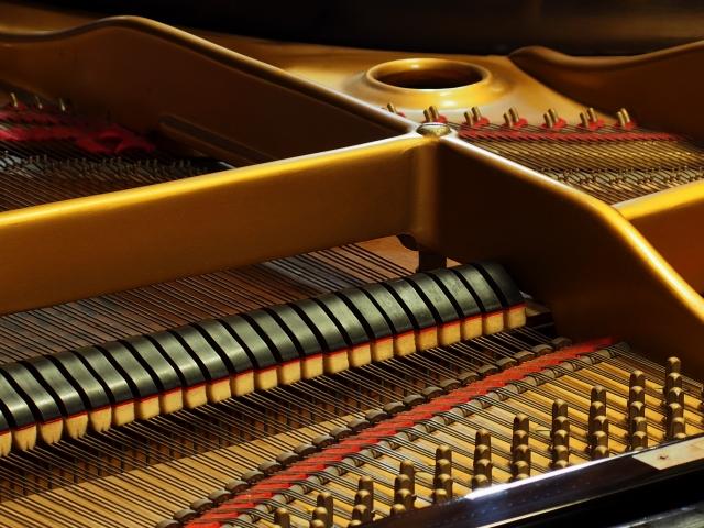 ピアノの鍵盤が重いときは調律も必要です