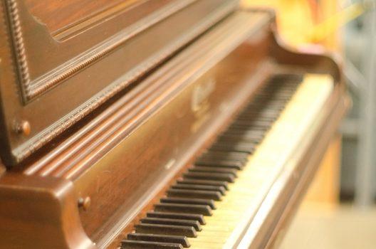 木目ピアノの手入れは難しい?掃除方法から傷みの予防策まで徹底解説