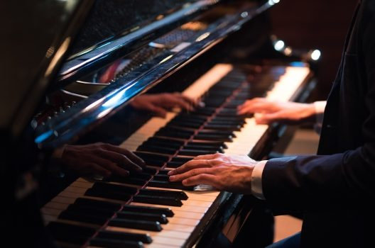 ピアノのペダルをお手入れしよう!こまめな掃除で不調・くすみを改善