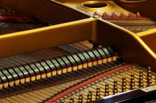ピアノのペダルも磨いてみよう!
