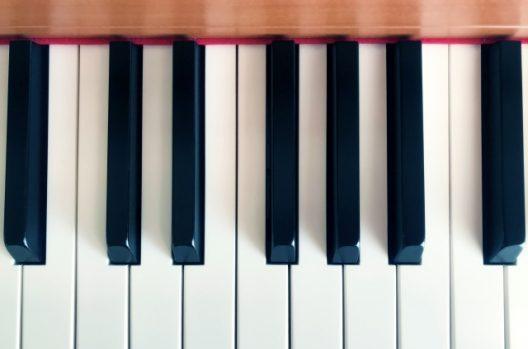 ピアノの構造を熟知した職人は調律師と呼ばれています