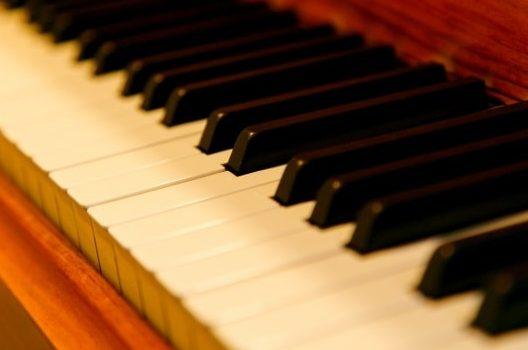 ピアノの調律|料金はいくらかかる?作業内容や追加料金についても