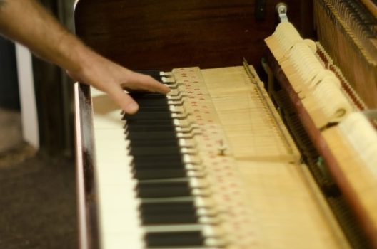 ピアノ調律にかかる料金と追加料金のこと