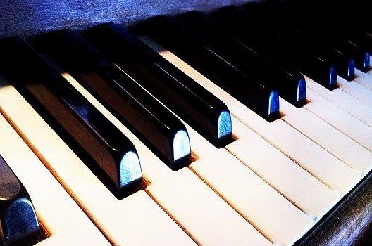 ピアノの修理や調律にかかる費用と自分できるピアノのクリーニング